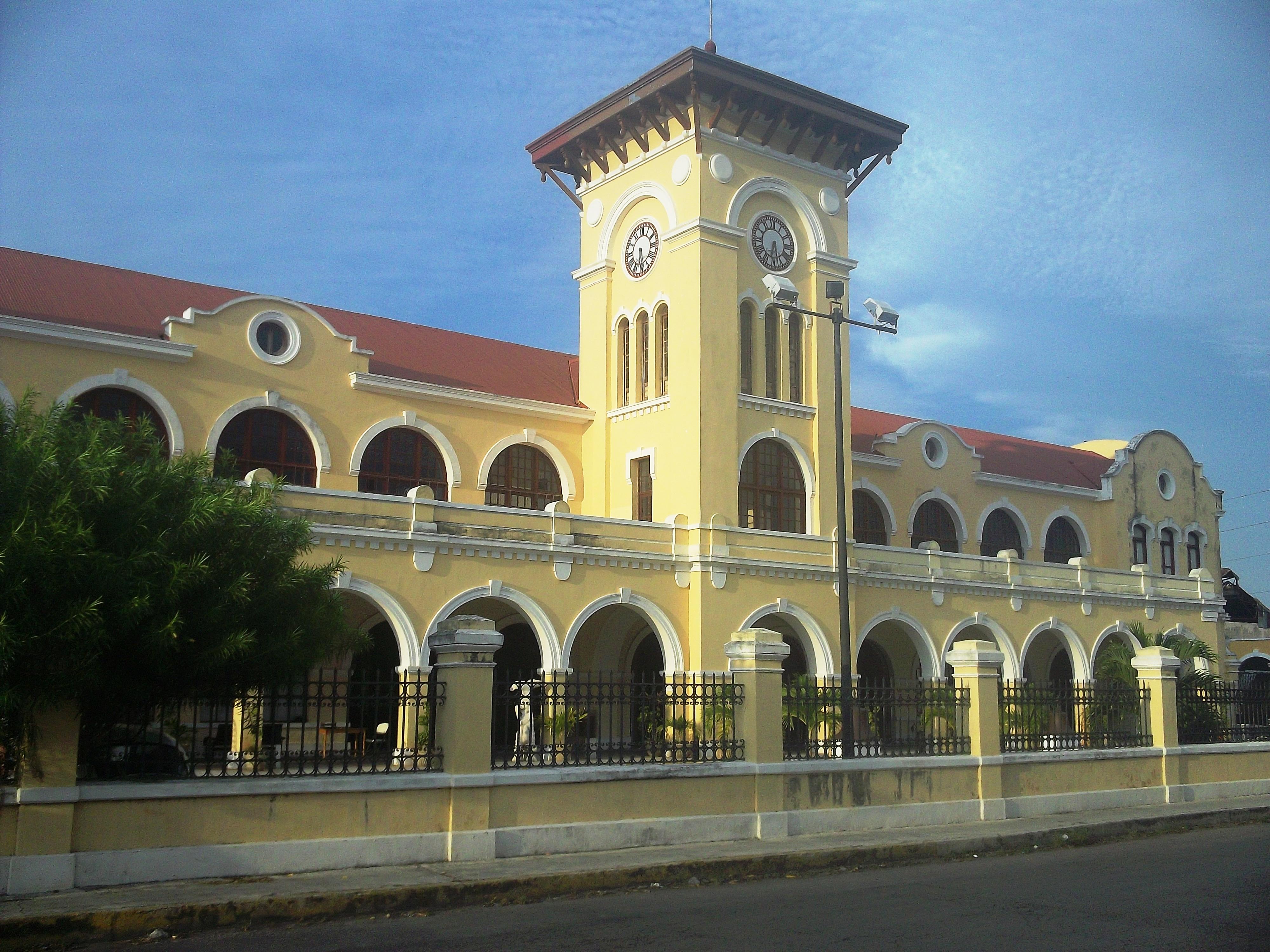 File antigua estaci n de trenes m rida yucat n 02 jpg for Construccion de piscinas merida yucatan