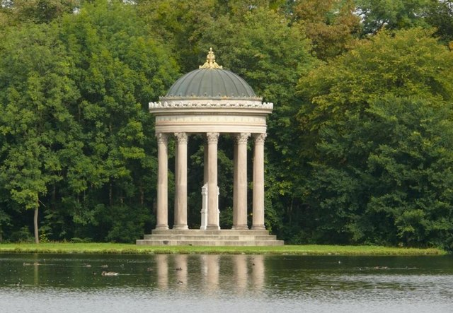 File:Apollotempel im Nymphenburger Park - geo.hlipp.de - 9530.jpg ...