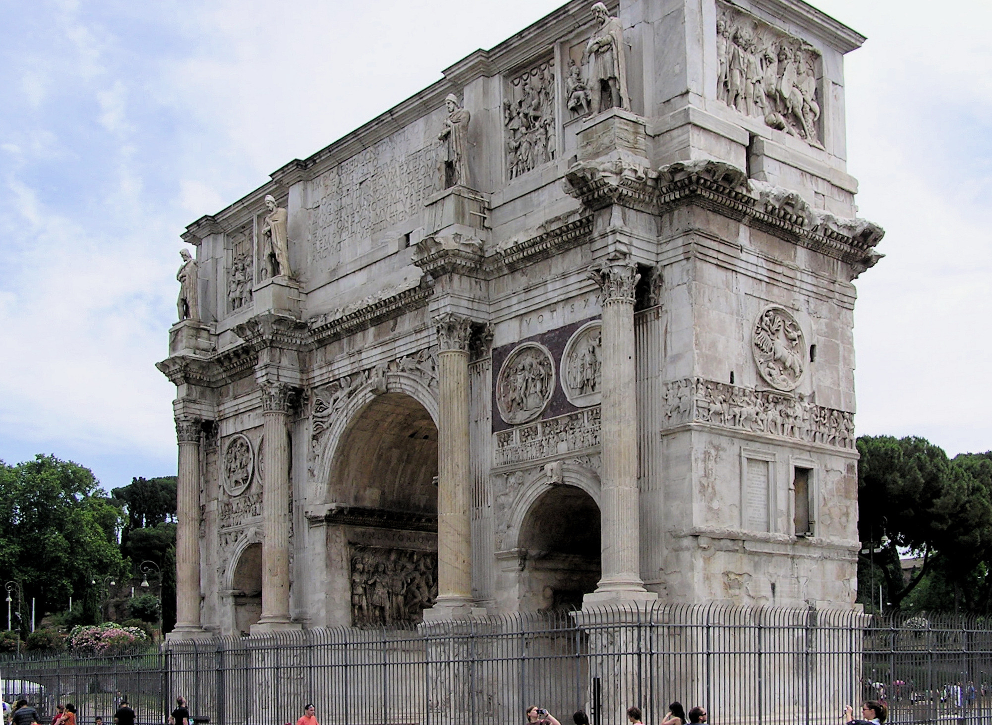 http://upload.wikimedia.org/wikipedia/commons/5/5a/Arch.of.constantine.threequarter.view.arp.jpg