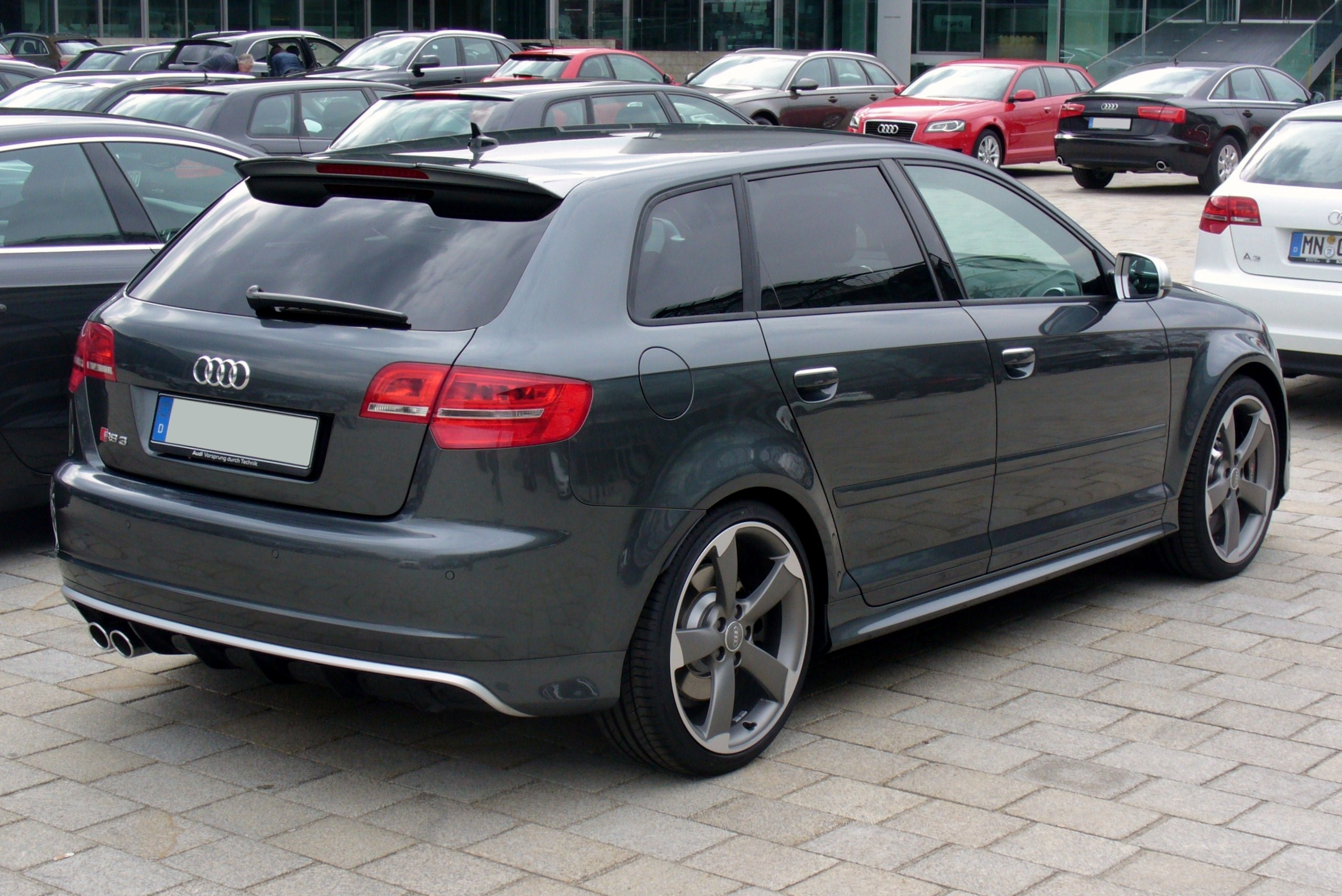 datei audi rs3 sportback daytonagrau heck jpg wikipedia. Black Bedroom Furniture Sets. Home Design Ideas