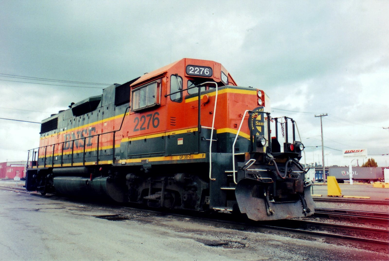 File:BNSF 2276 at Seattle SODO (Public Domain).jpg