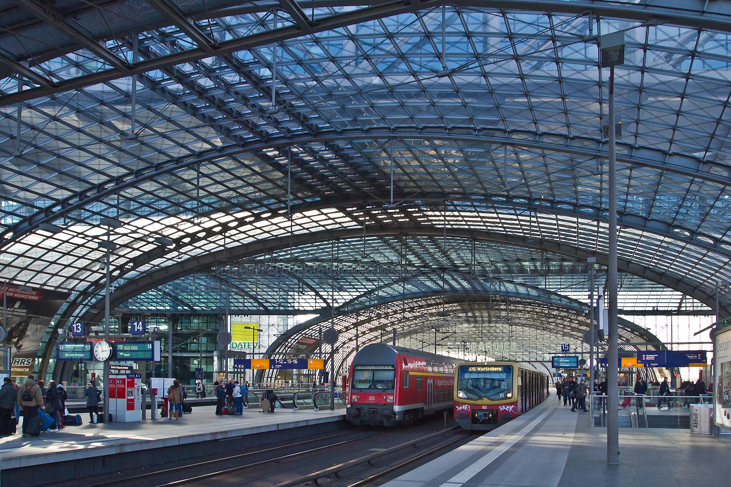s bahn and db regionalbahn at berlin hauptbahnhof central station trains. Black Bedroom Furniture Sets. Home Design Ideas