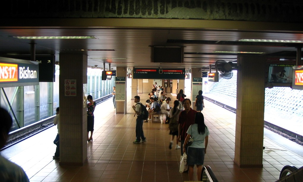 https://upload.wikimedia.org/wikipedia/commons/5/5a/Bishan_MRT_2005-03-29.jpg
