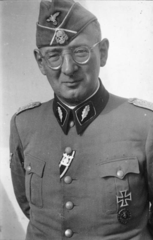 [[SS-Standartenführer]] Max Simon