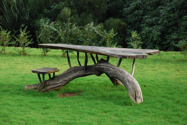 file bwrdd picnic plas glyn y weddw picnic table wikimedia commons. Black Bedroom Furniture Sets. Home Design Ideas