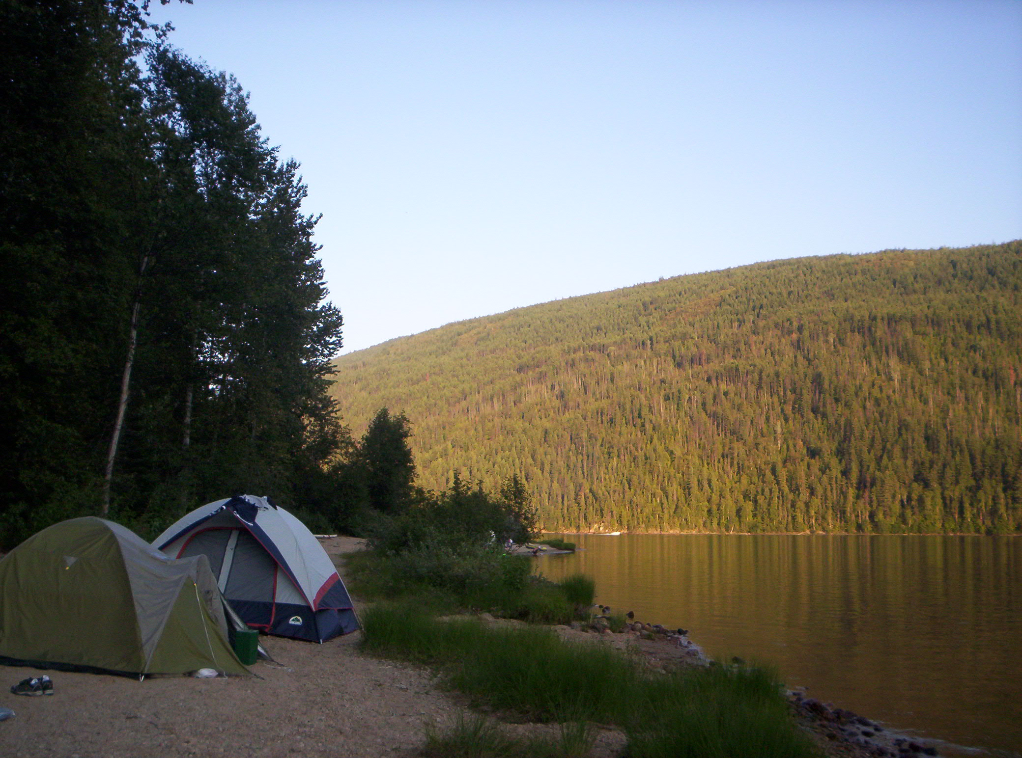 Family Backyard Camping : Description Camping by Barriere Lake, British Columbia  20040801jpg