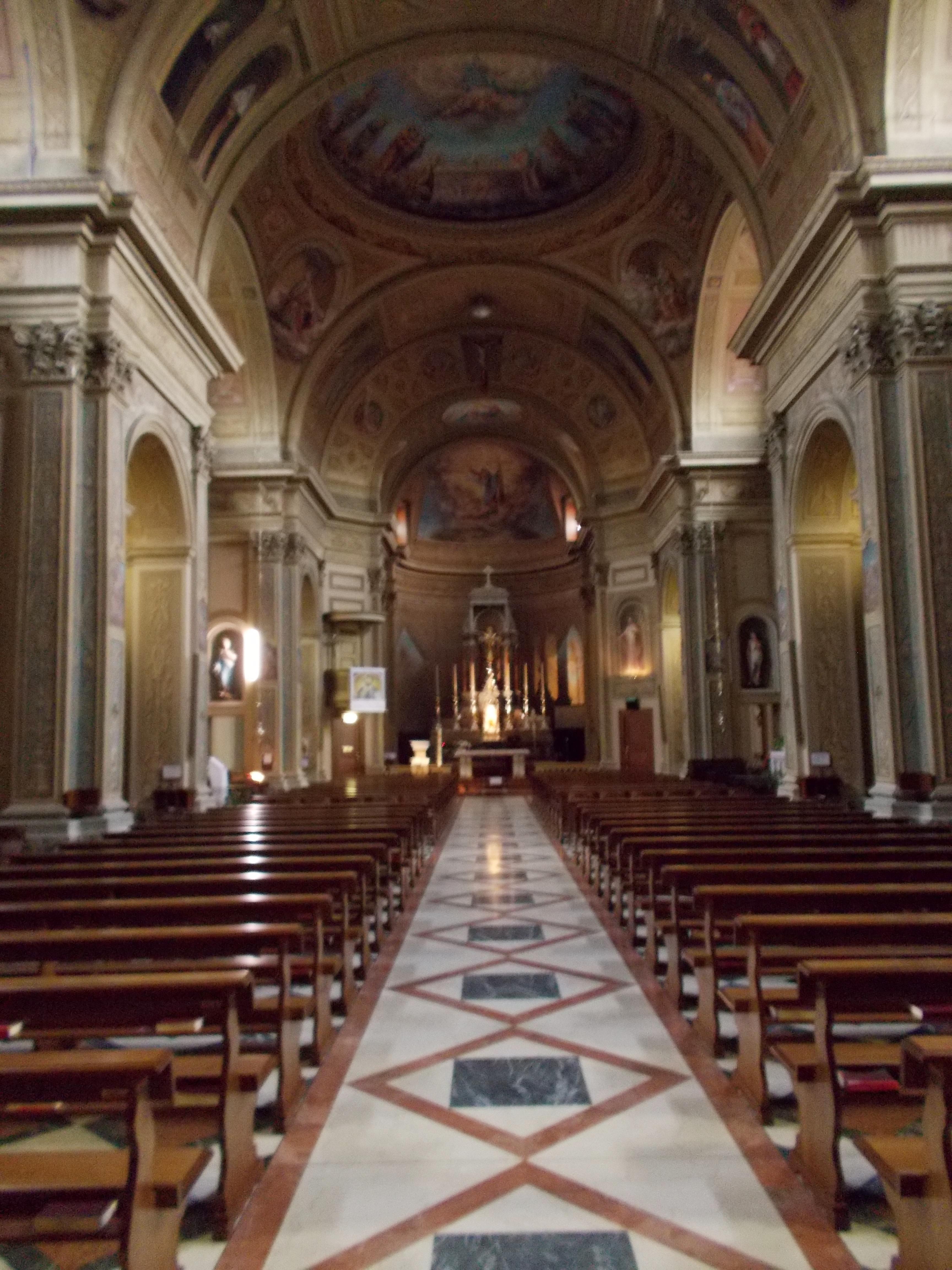 File carnate chiesa dei santi cornelio e cipriano for Interno chiesa