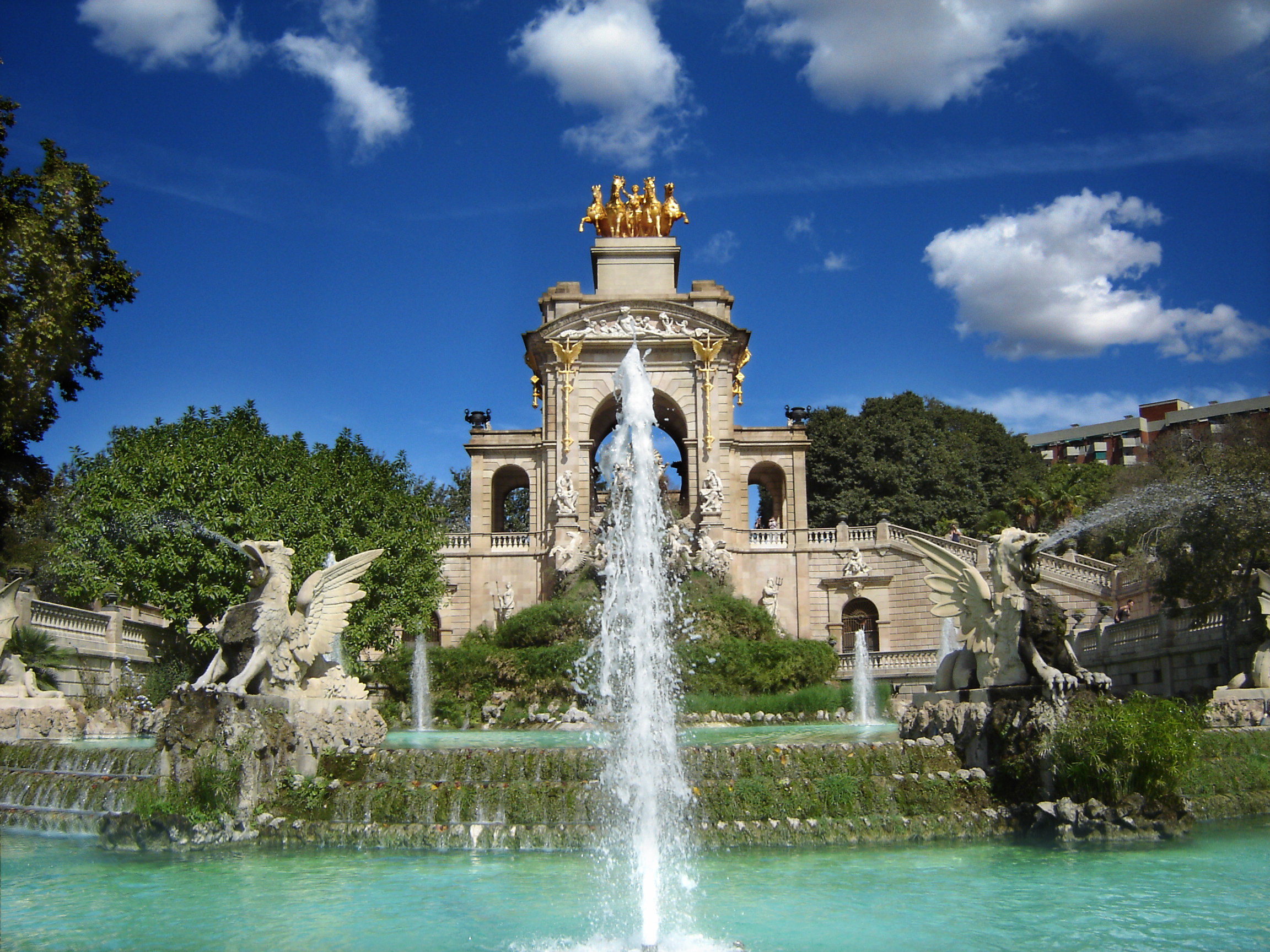 Visit Parc de la Ciutadella on bike tour