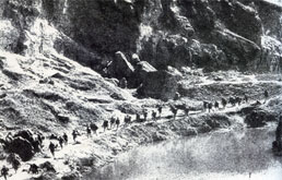 Chinese troops marching in Xinkou.jpg