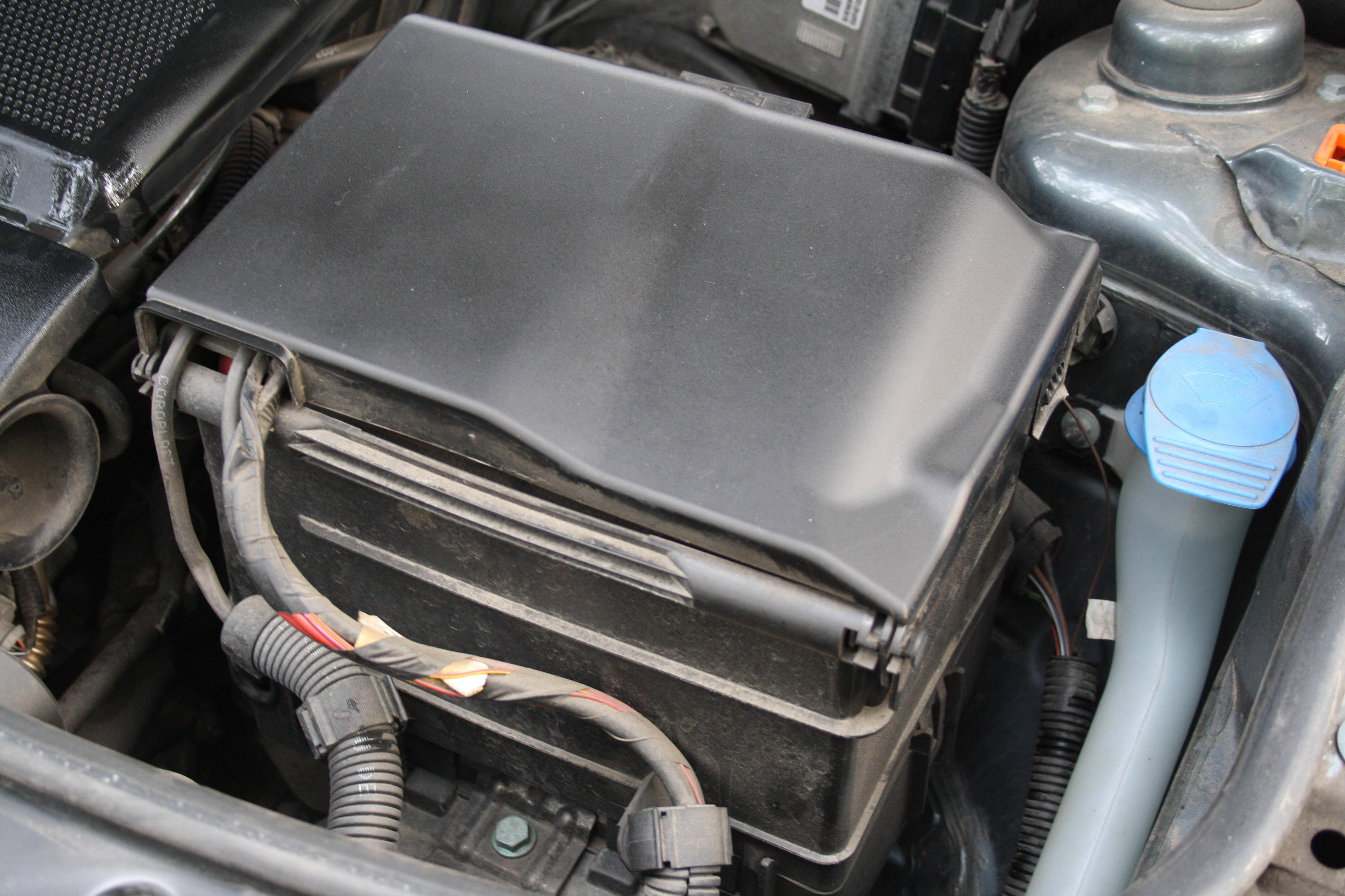 fileclosed automobile battery pack in 12 htp engine in