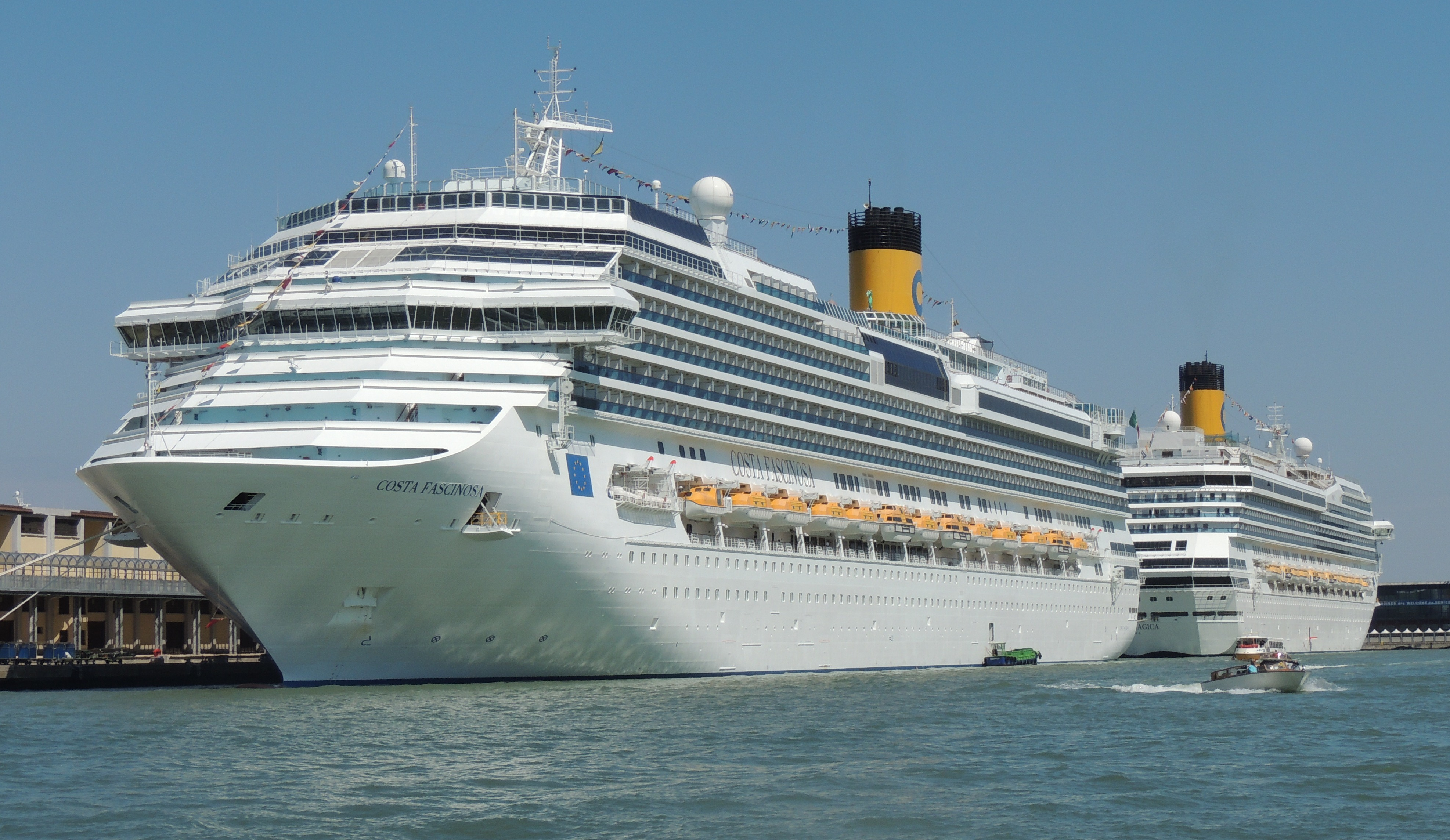 File:Costa Fascinosa and Costa Magica in Venice 2.jpg - Wikimedia ...