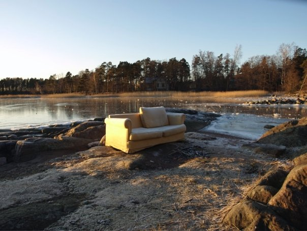 http://upload.wikimedia.org/wikipedia/commons/5/5a/Couch_in_Helsinki_Beach.jpg