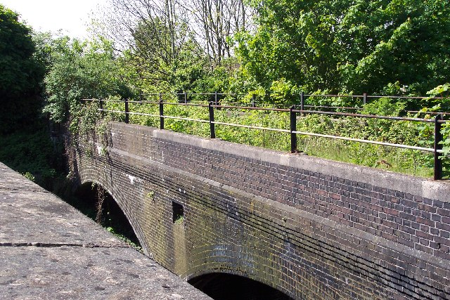 Disused railway crosses railway - geograph.org.uk - 47837