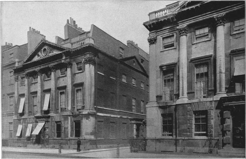 EB1911 - House Fig. 17.—Houses in Cavendish square, London. 18th century.jpg