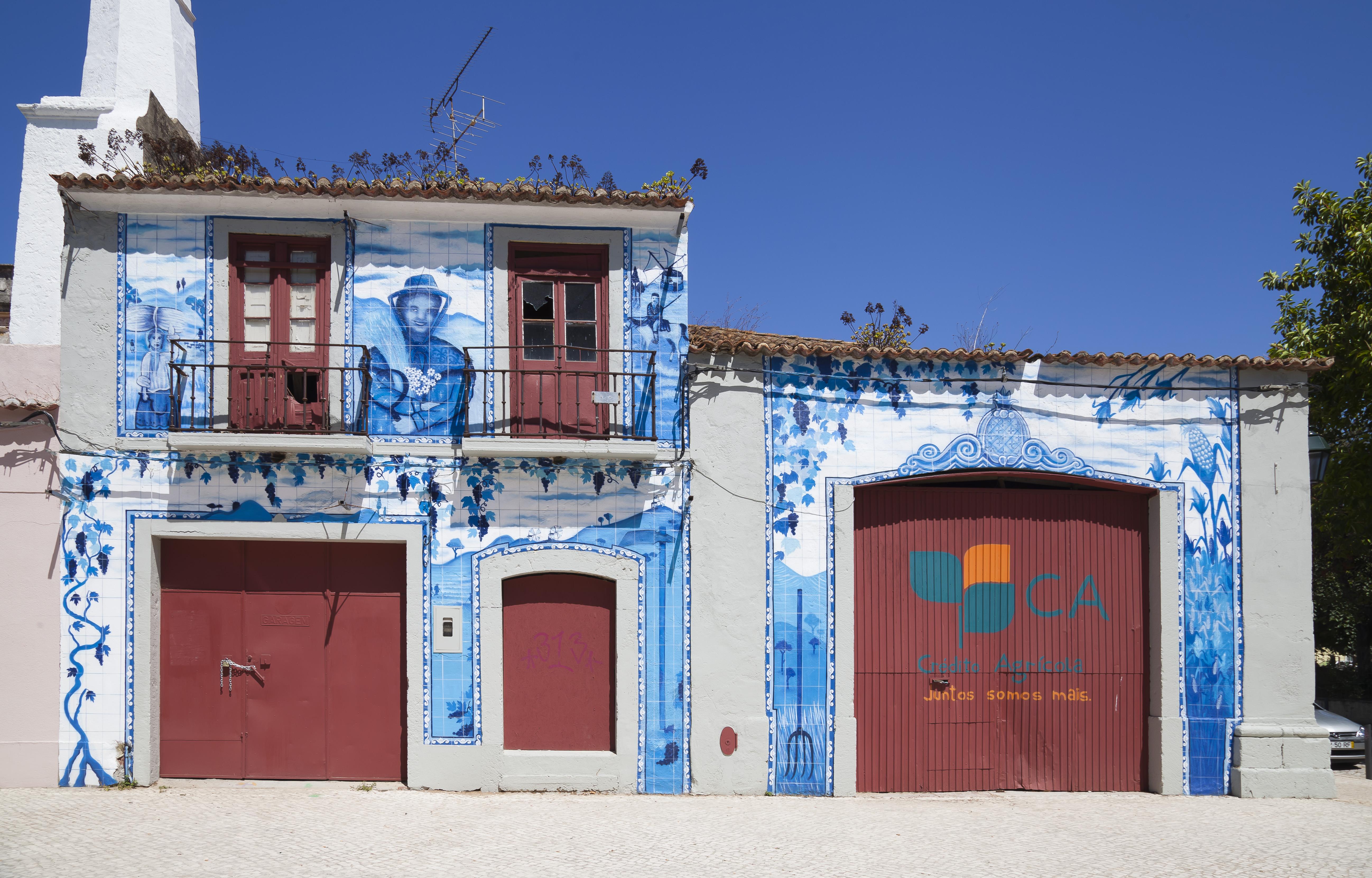 File edificio de azulejos avenida luisa tody set bal for Edificio de los azulejos
