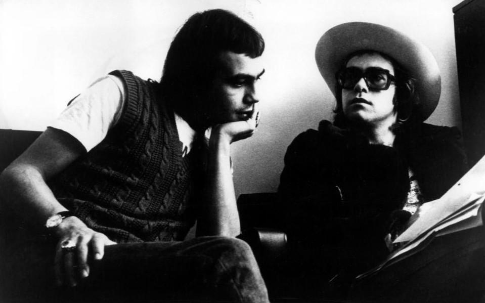 Taupin con Elton John en 1971.