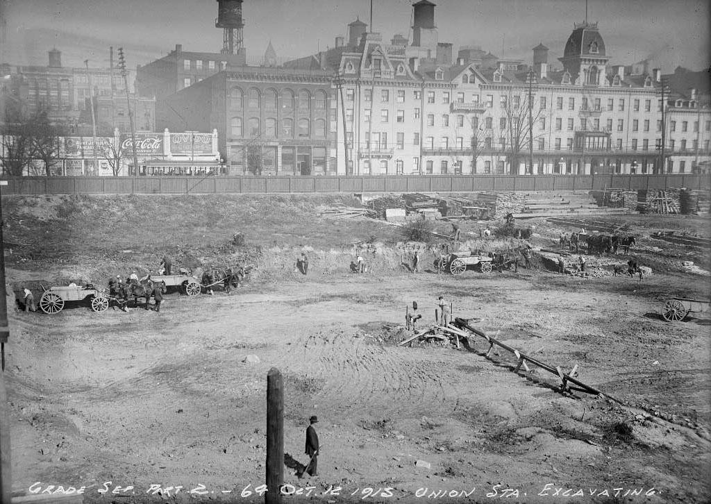 Excavating new Union Station site 1915.jpg