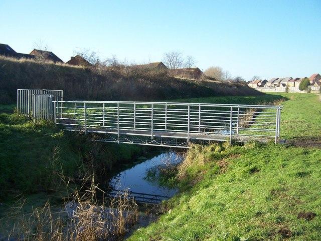 Footbridge over Marsh Stream - geograph.org.uk - 1088873