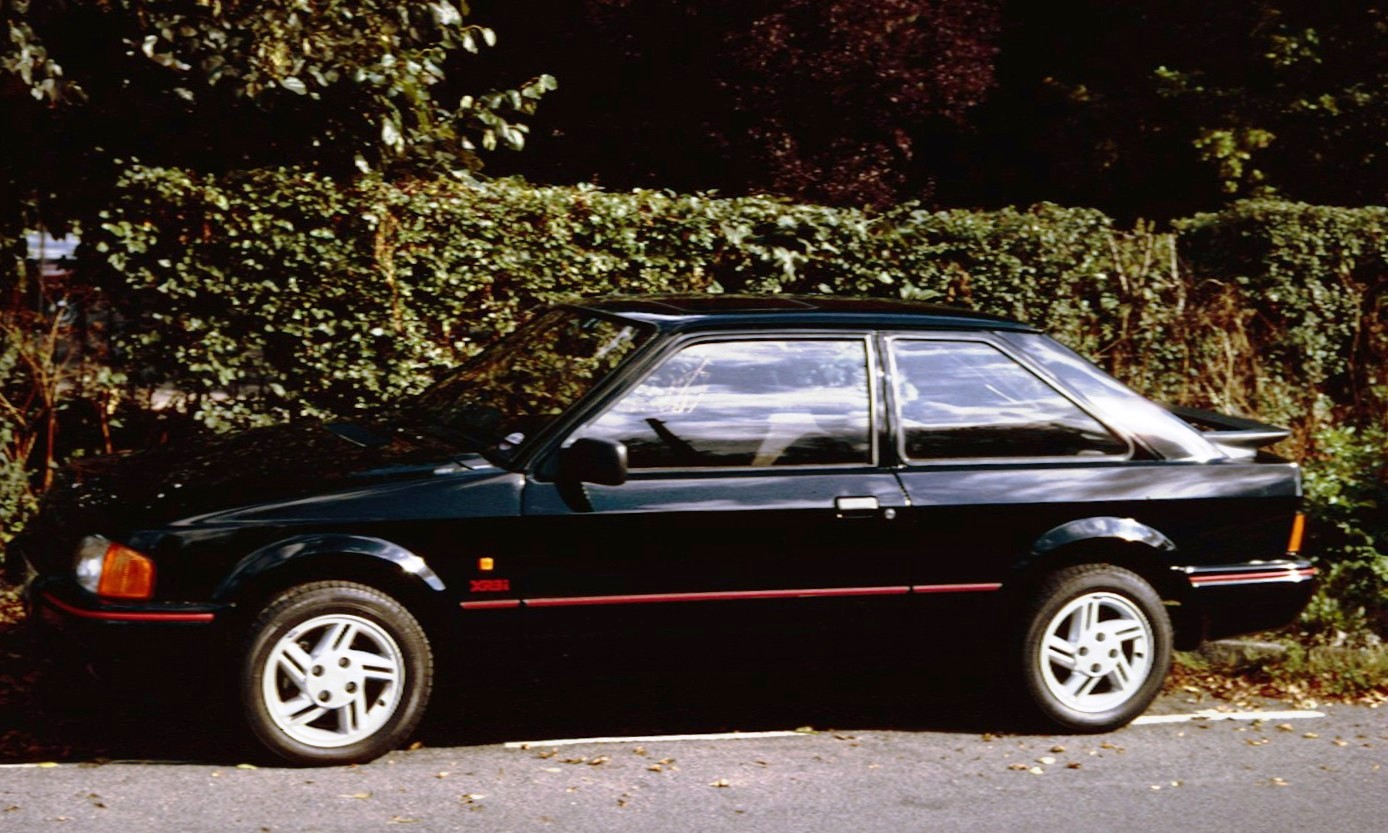 file ford escort xr3i with wikimedia commons. Black Bedroom Furniture Sets. Home Design Ideas