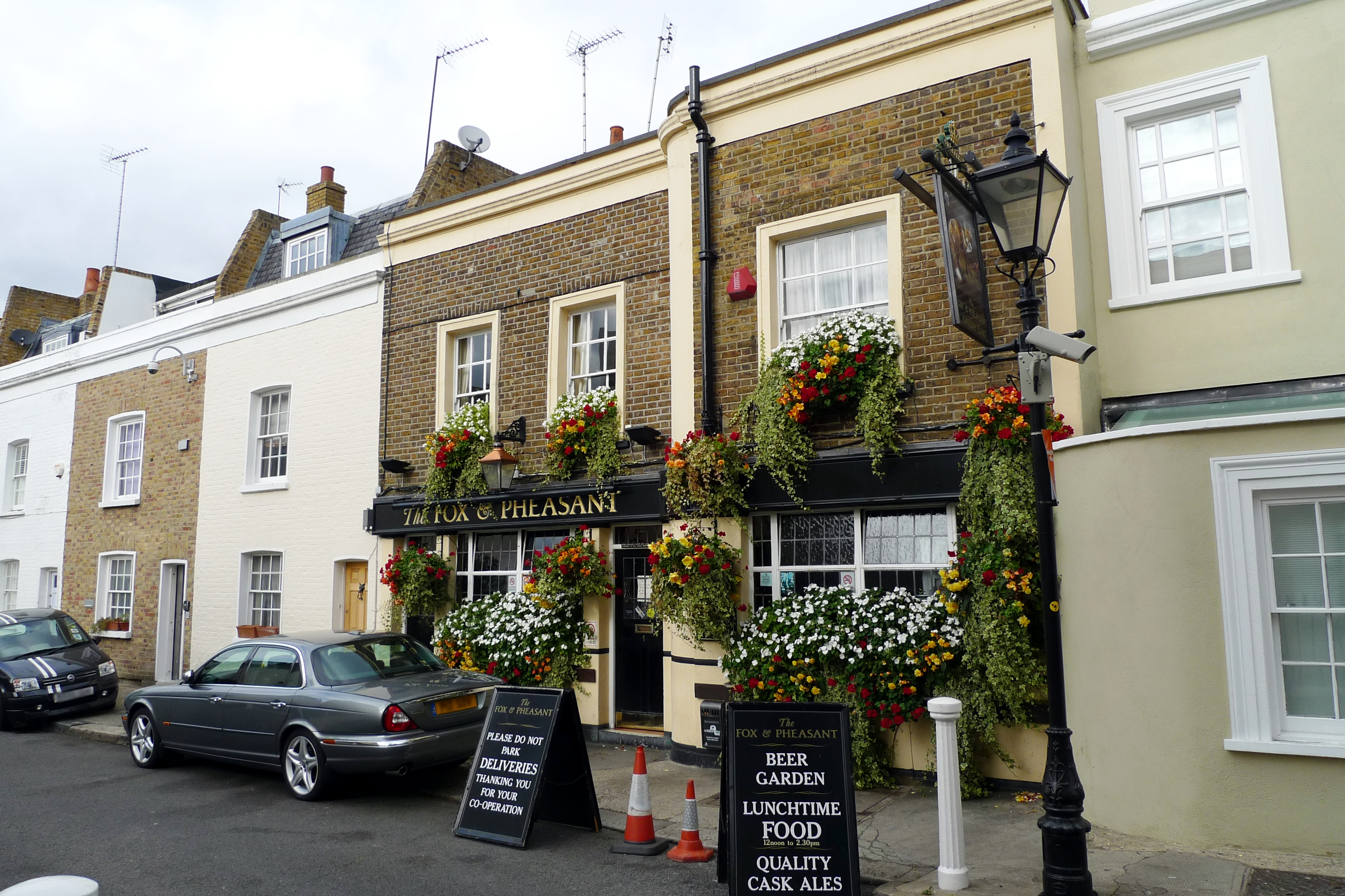 File fox and pheasant fulham wikimedia commons for The pheasant pub london