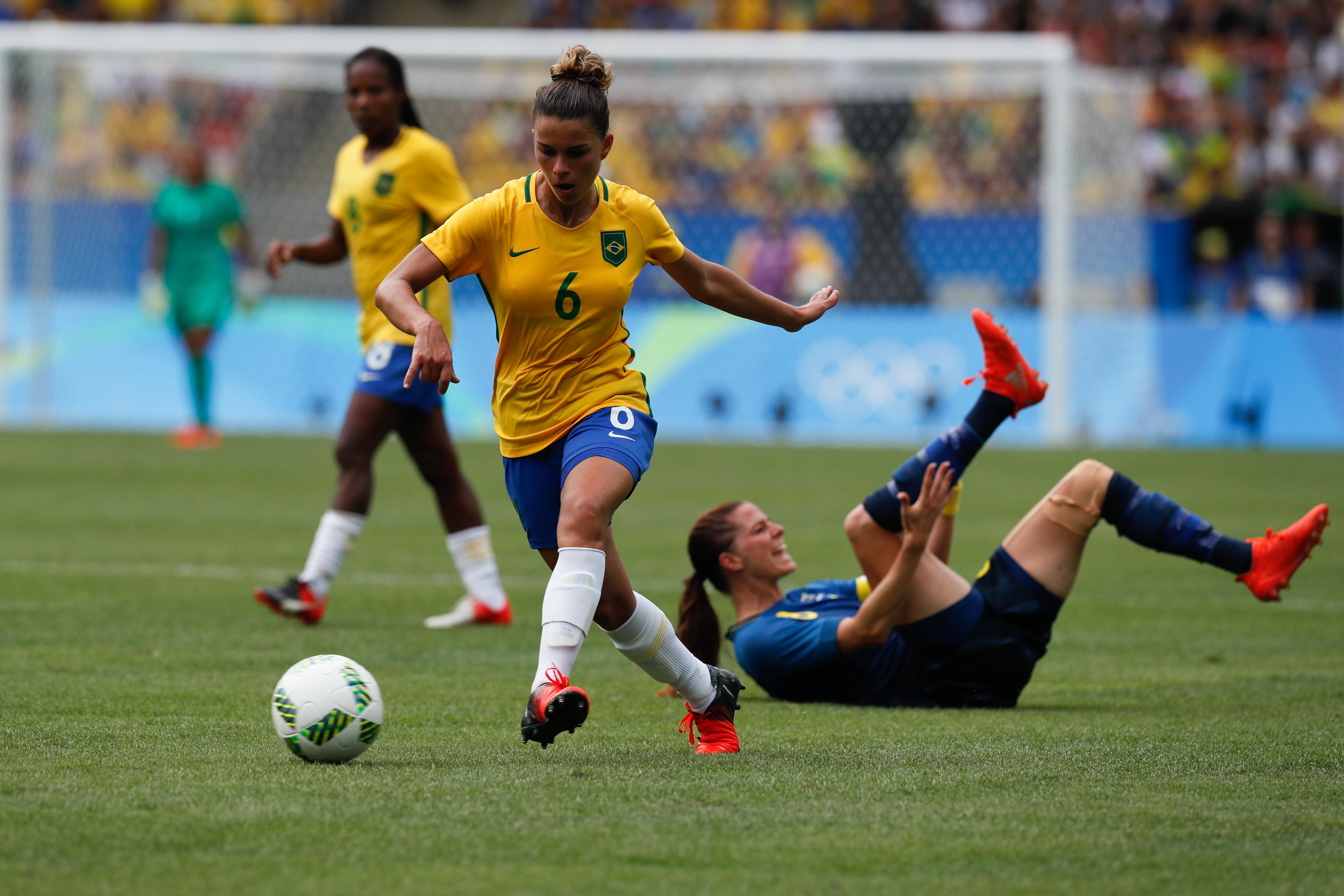 Ficheiro Futebol feminino olímpico- Brasil e Suécia no Maracanã  (29033095695).jpg 9374096e4b384