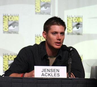 [تصویر: Jensen_Ackles_2008_Comic-Con_03_Cropped.jpg]