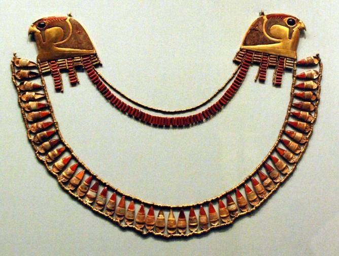 File:Jewellry from the Wady Gabbanat el-Qurud tomb of Thutmose III's 3 foreign wives.jpg