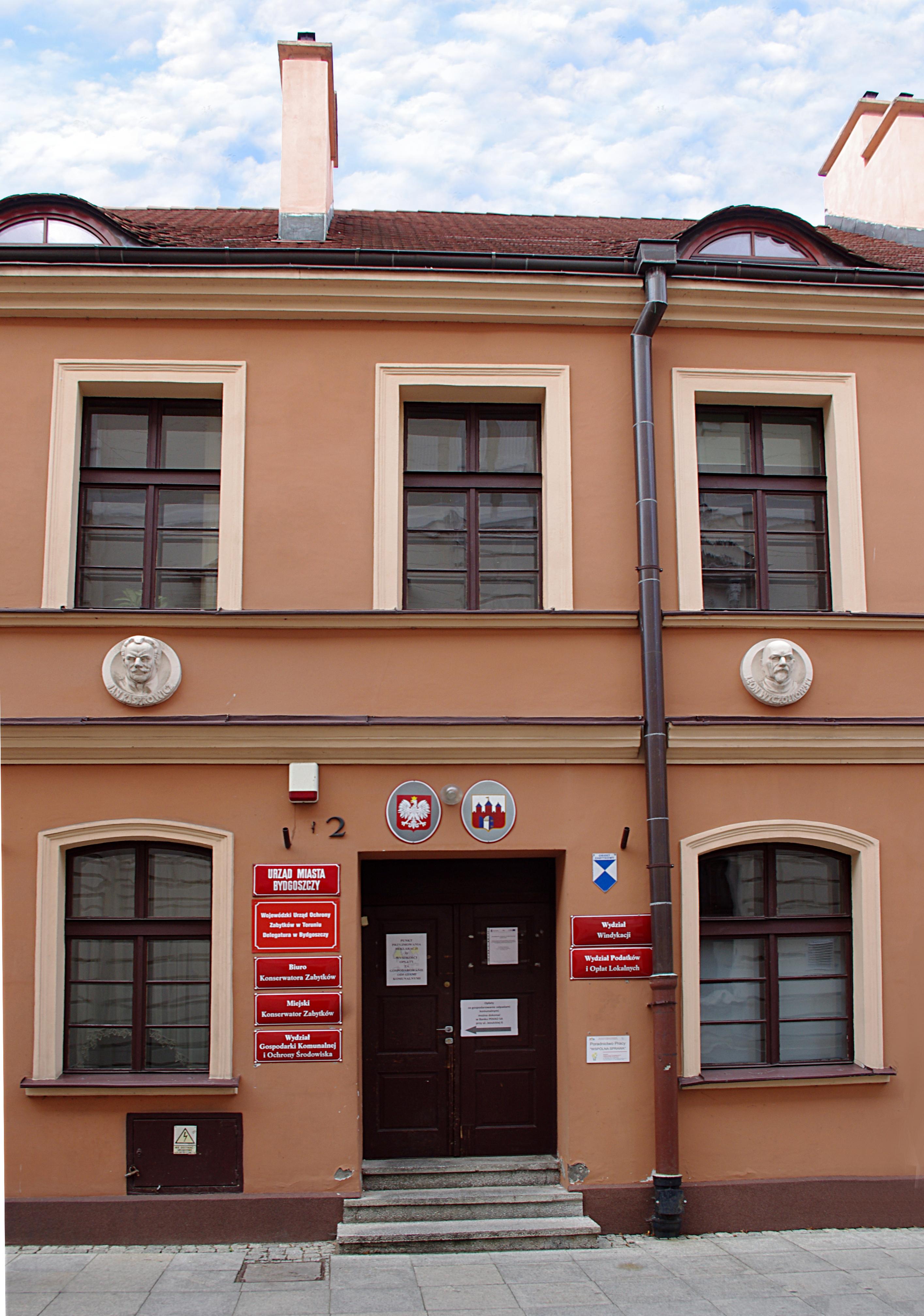 File Jezuicka 2 Fasada Budynku Jpg Wikimedia Commons