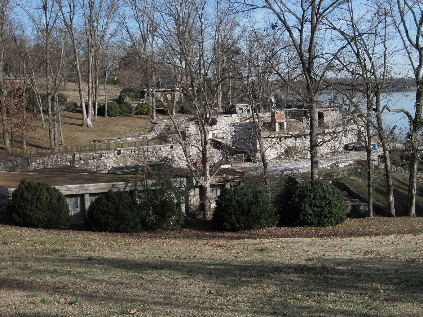 File johnny cash house ruins hendersonville tn 2013 12 27 for Johnny cash house hendersonville tn