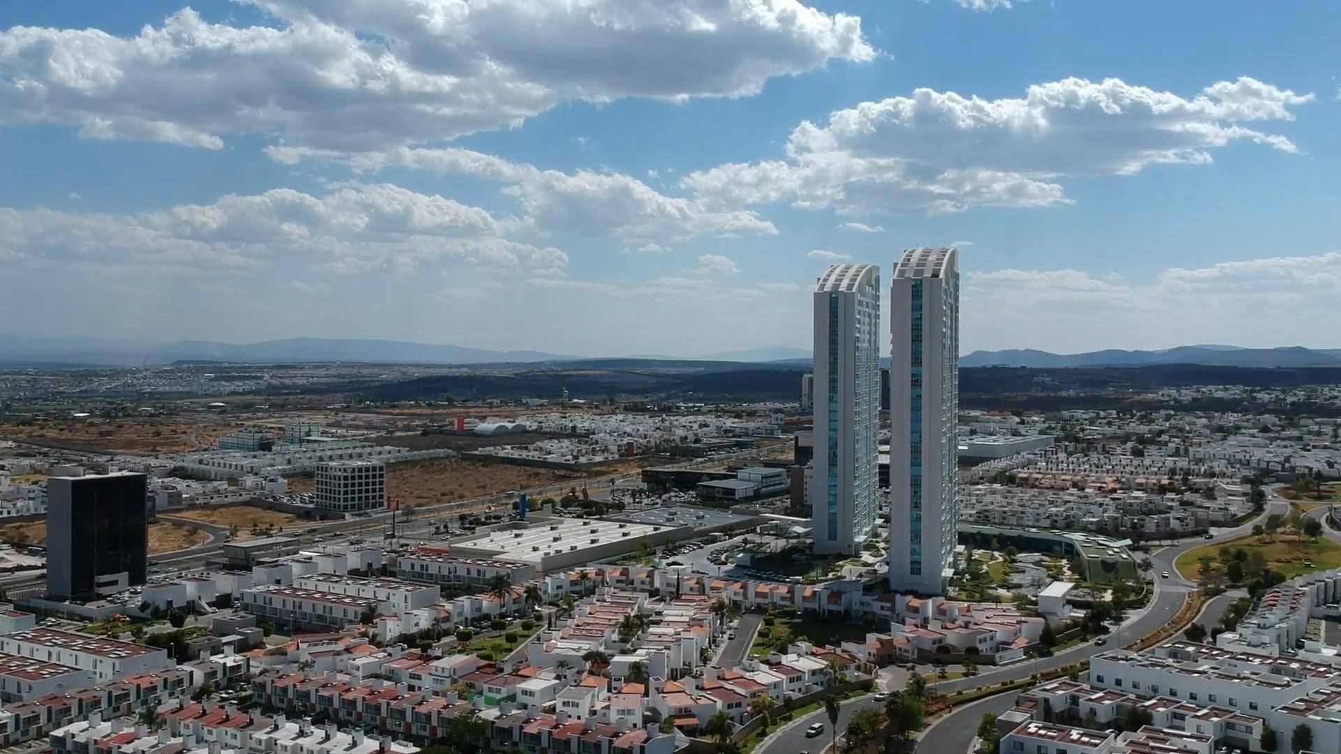 File:Juriquilla, Querétaro skyline torres Juriquilla Santa Fe 3 ...