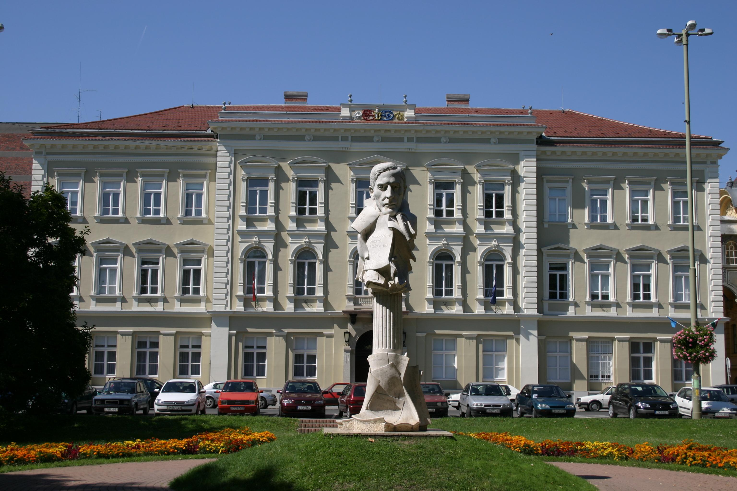 Klebelsberg Kuno szobra (Szeged).jpg