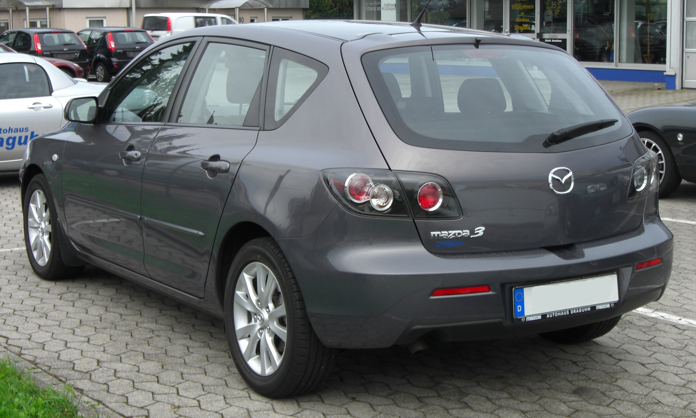 https://upload.wikimedia.org/wikipedia/commons/5/5a/Mazda_3_Facelift_rear.JPG