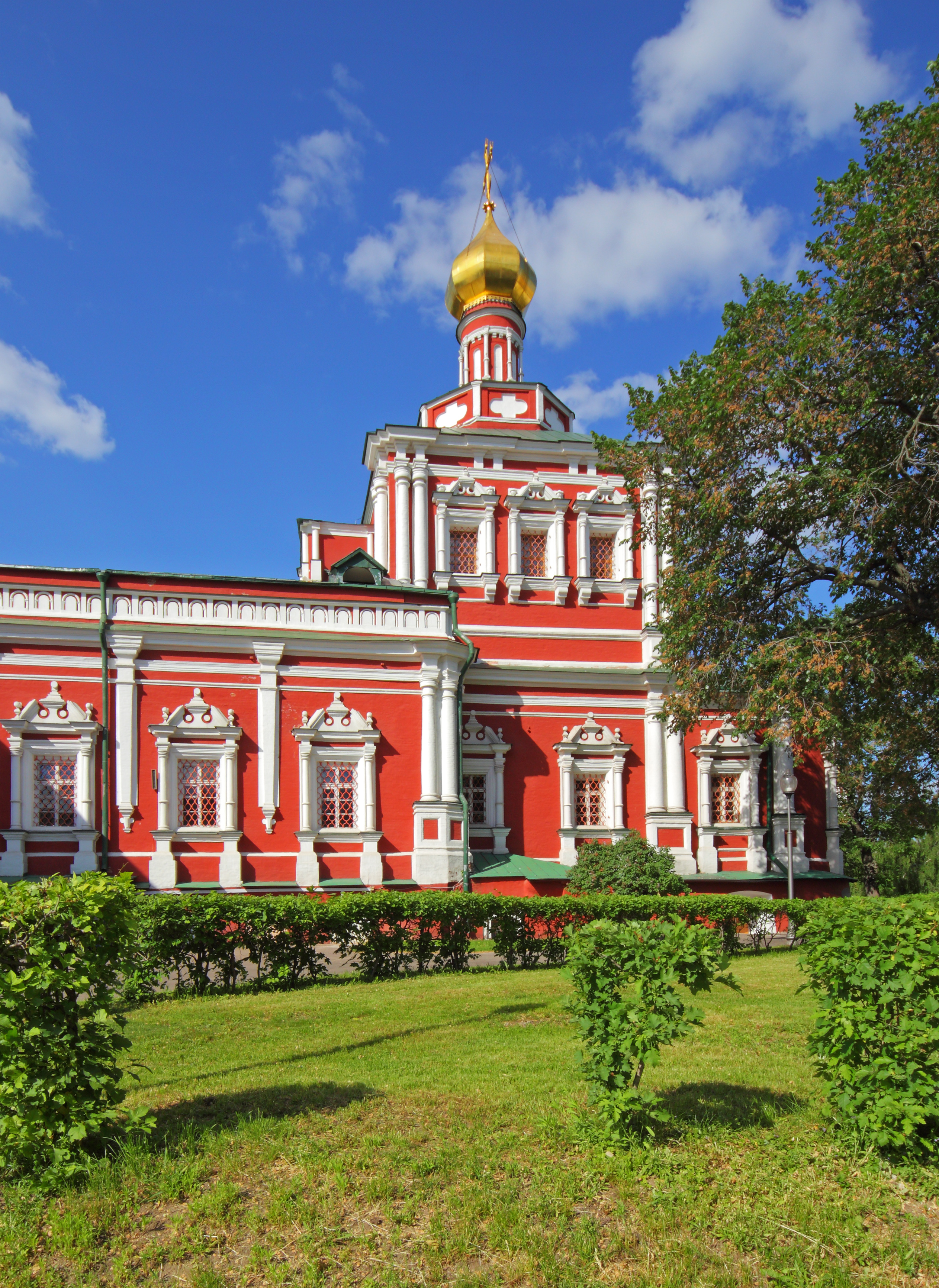 Moscow 05-2012 Novodevichy 12.jpg