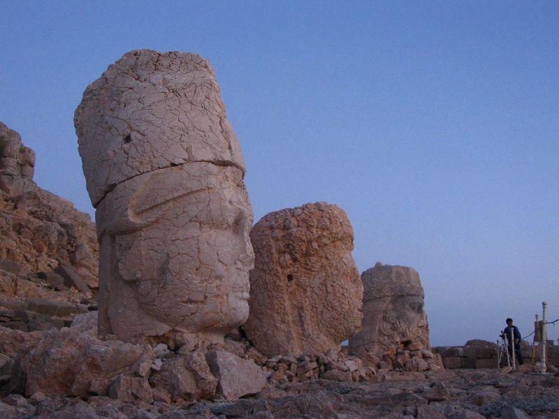 File:Mount Nemrut 1.jpg - Wikimedia Commons