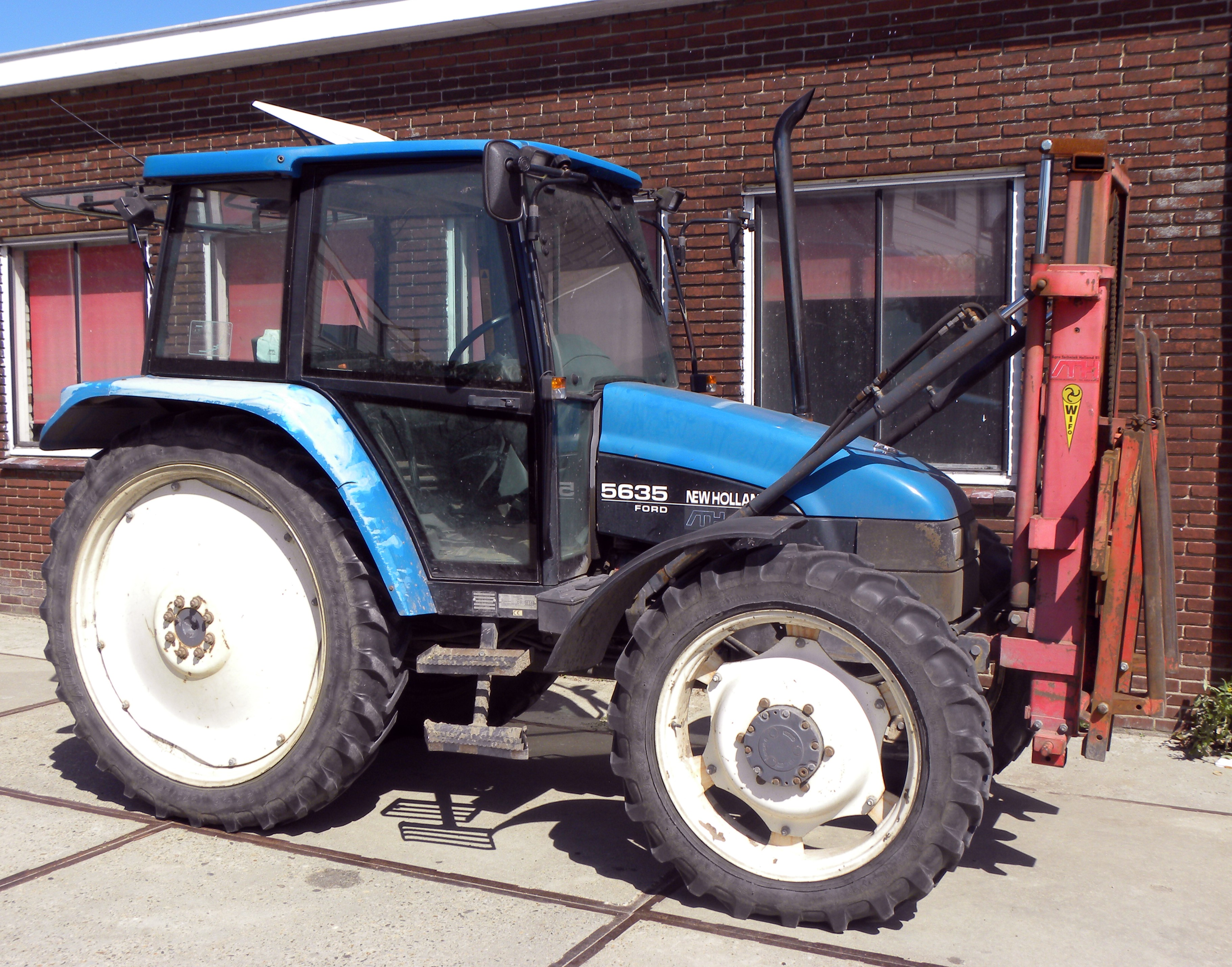 Description New Holland Ford 5635