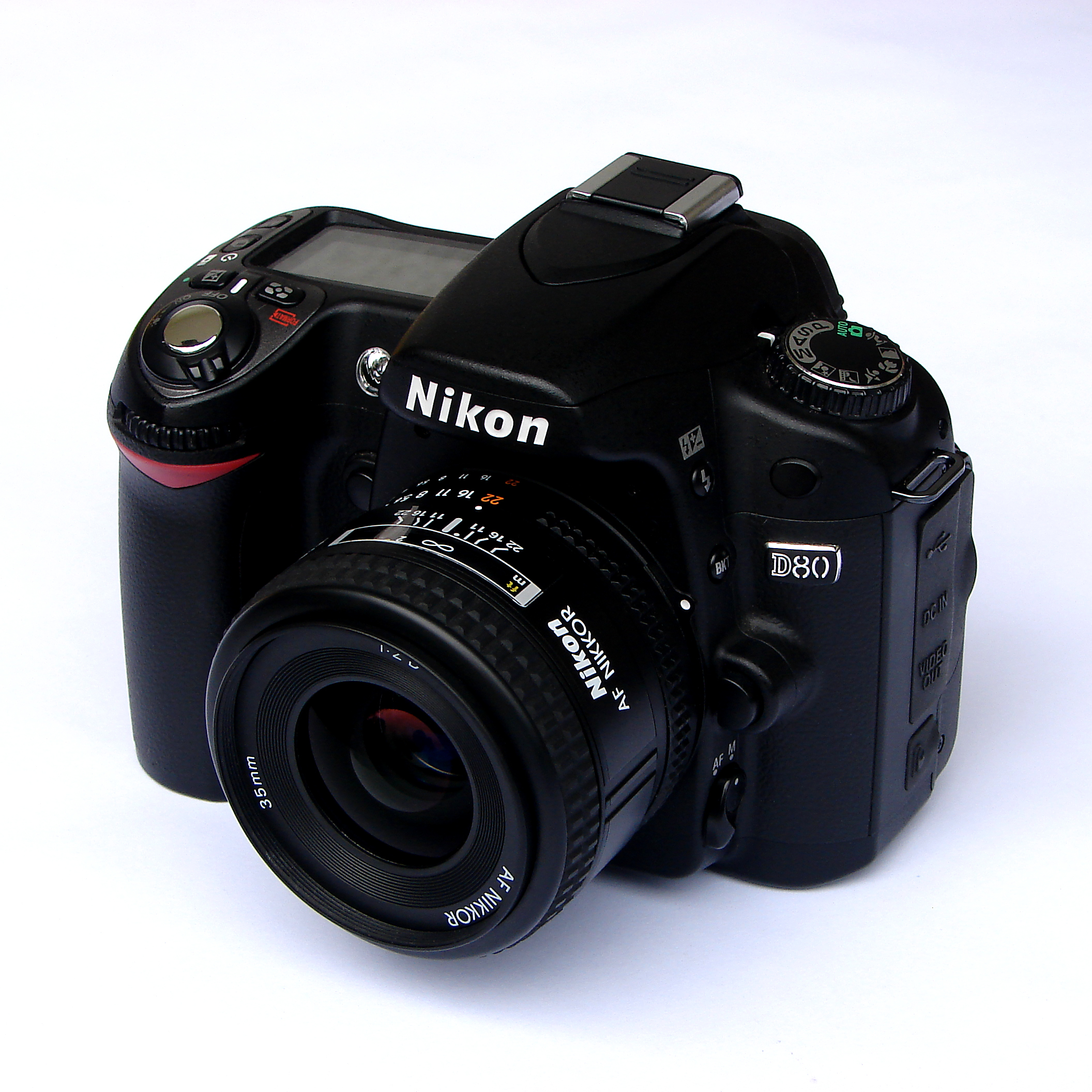 File:Nikon d80 with 35mm f2.0 front.jpg - Wikimedia Commons