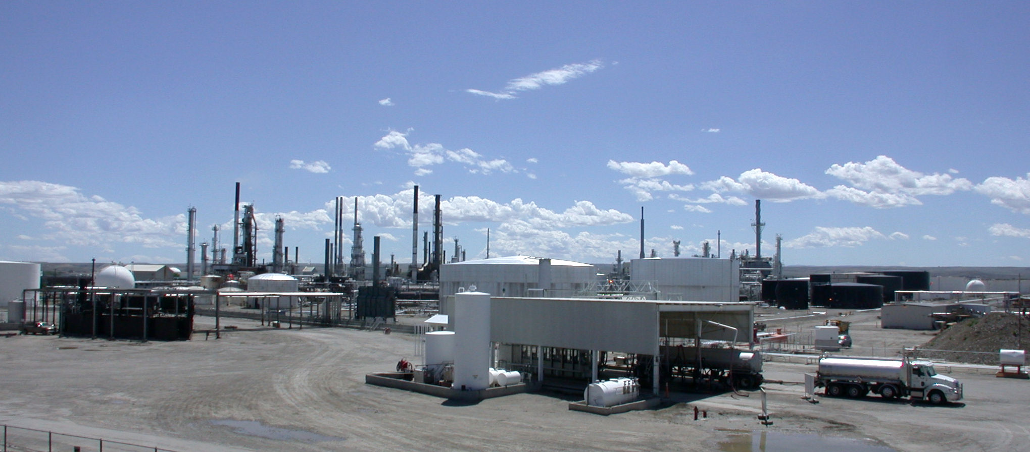 File:Oil refinery in Billings, MT.jpg - Wikimedia Commons