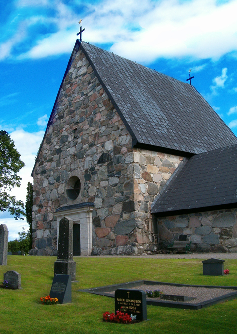 Rune stone, sseby-Garn, Uppland, Sweden | Runestone (U