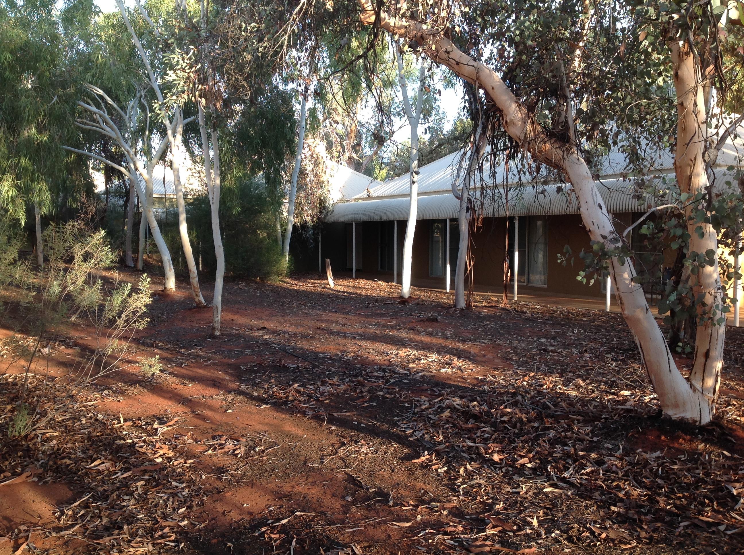 File:Outback Pioneer Hotel And Lodge   Ayers Rock Resort, Yulara NT.jpeg