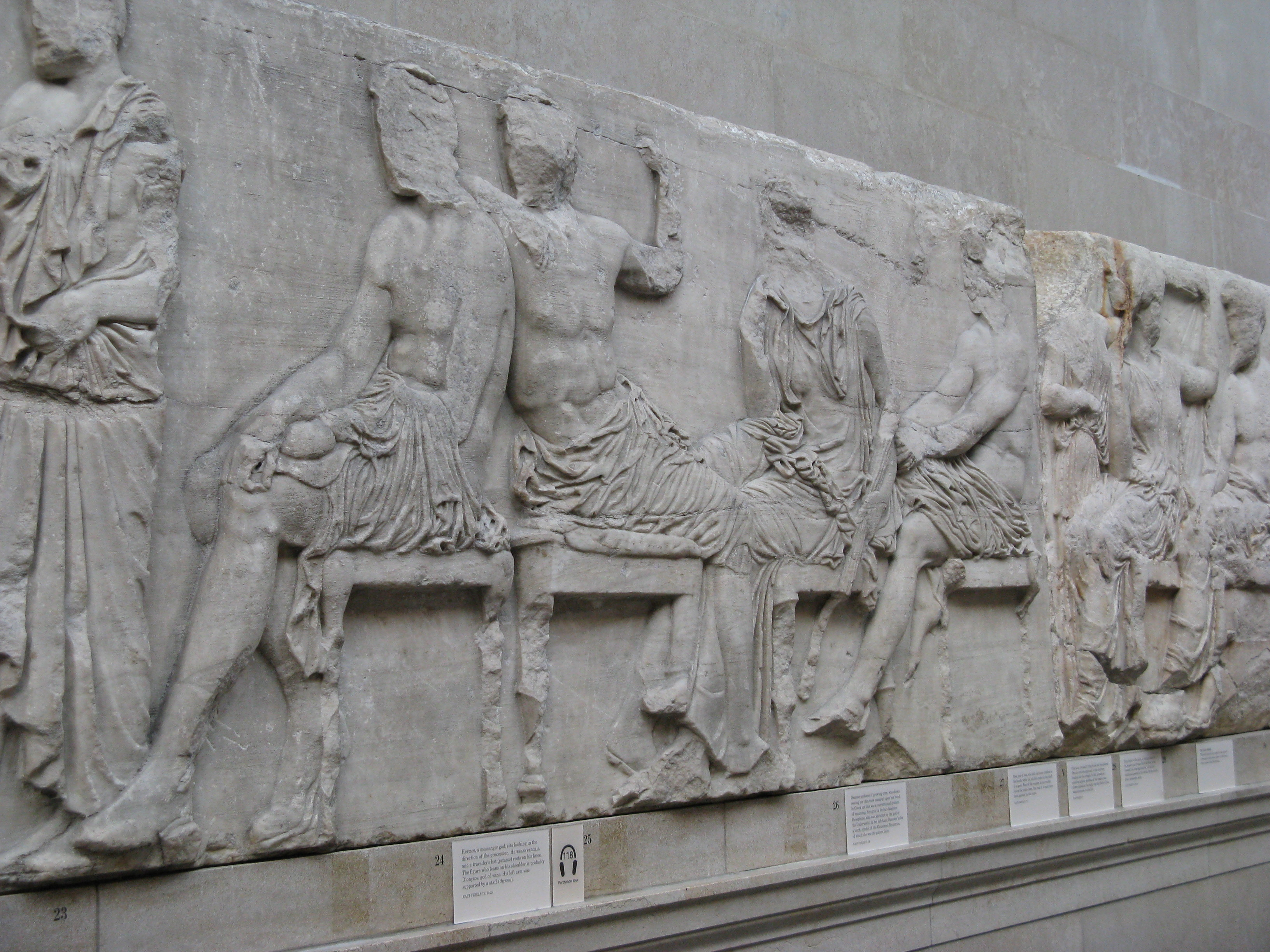 who owns the elgin marbles precis Does athens' big, new, ultra-modern acropolis museum give greece a fresh  claim on the elgin marbles, spirited away by a british lord two.