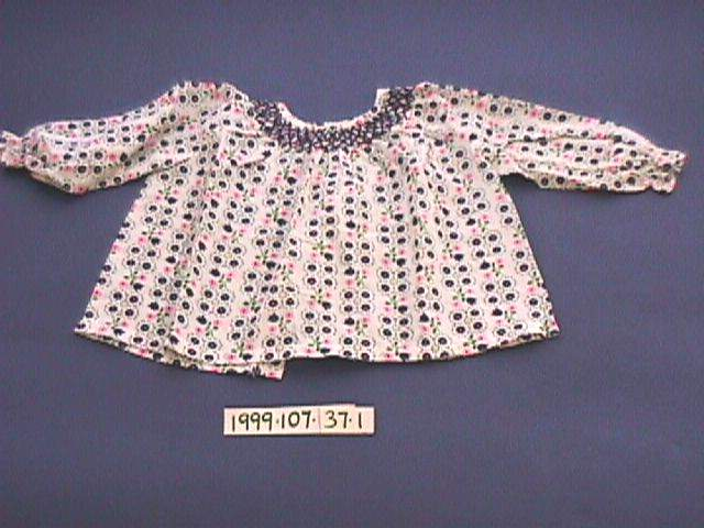 cfbc4dd81 File Romper suit (AM 1999.107.37-6).jpg - Wikimedia Commons