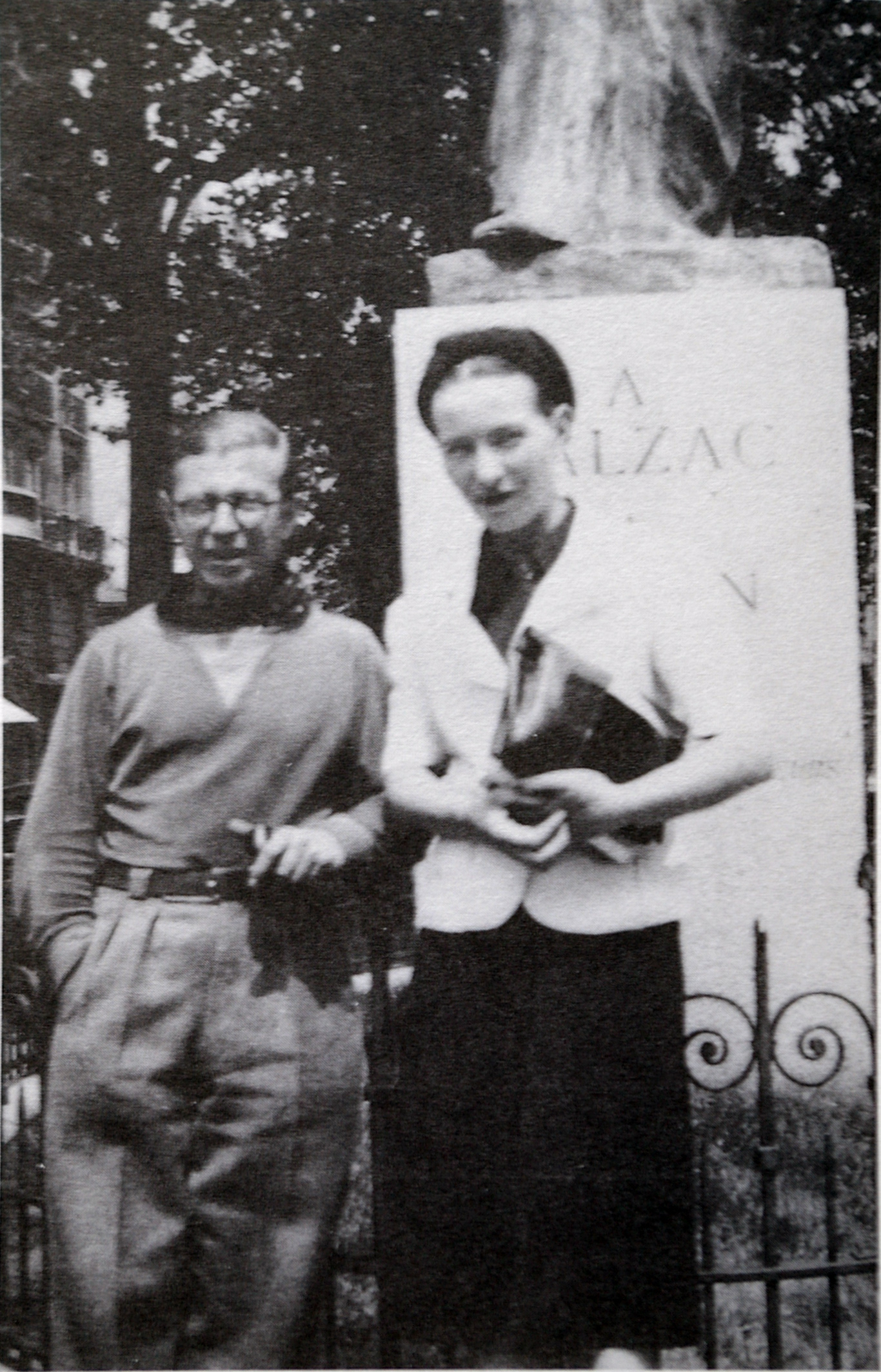 Jeanpaul Sartre  Wikipedia Jeanpaul Sartre And Simone De Beauvoir At The Balzac Memorial