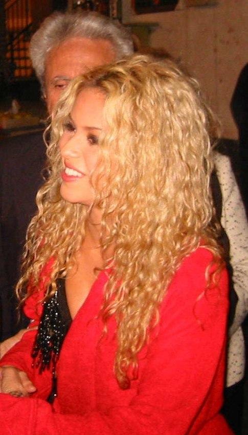 Shakira en 2002, durante la promoción de Servicio de lavandería.