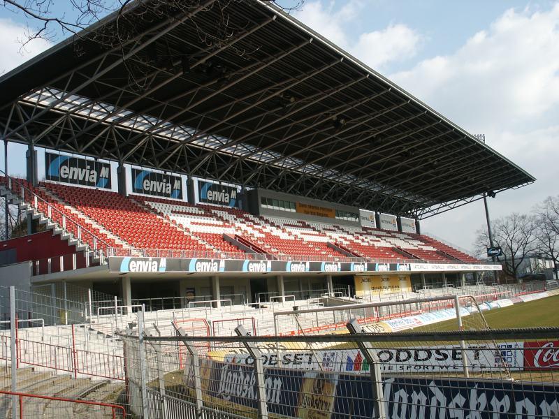 Die Osttribüne des Stadions.