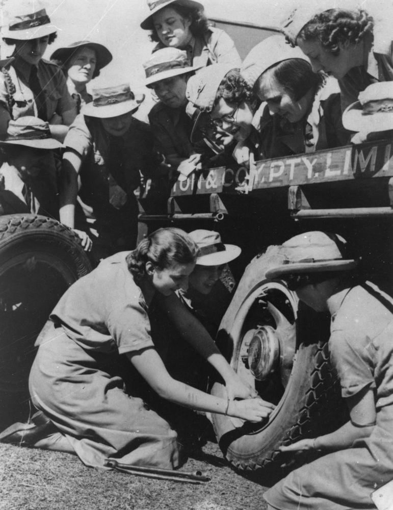 how world war 2 changed the role women
