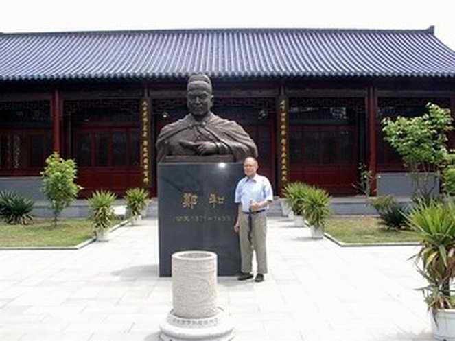 Statute of Zheng He with his great great grandnephew, 2007