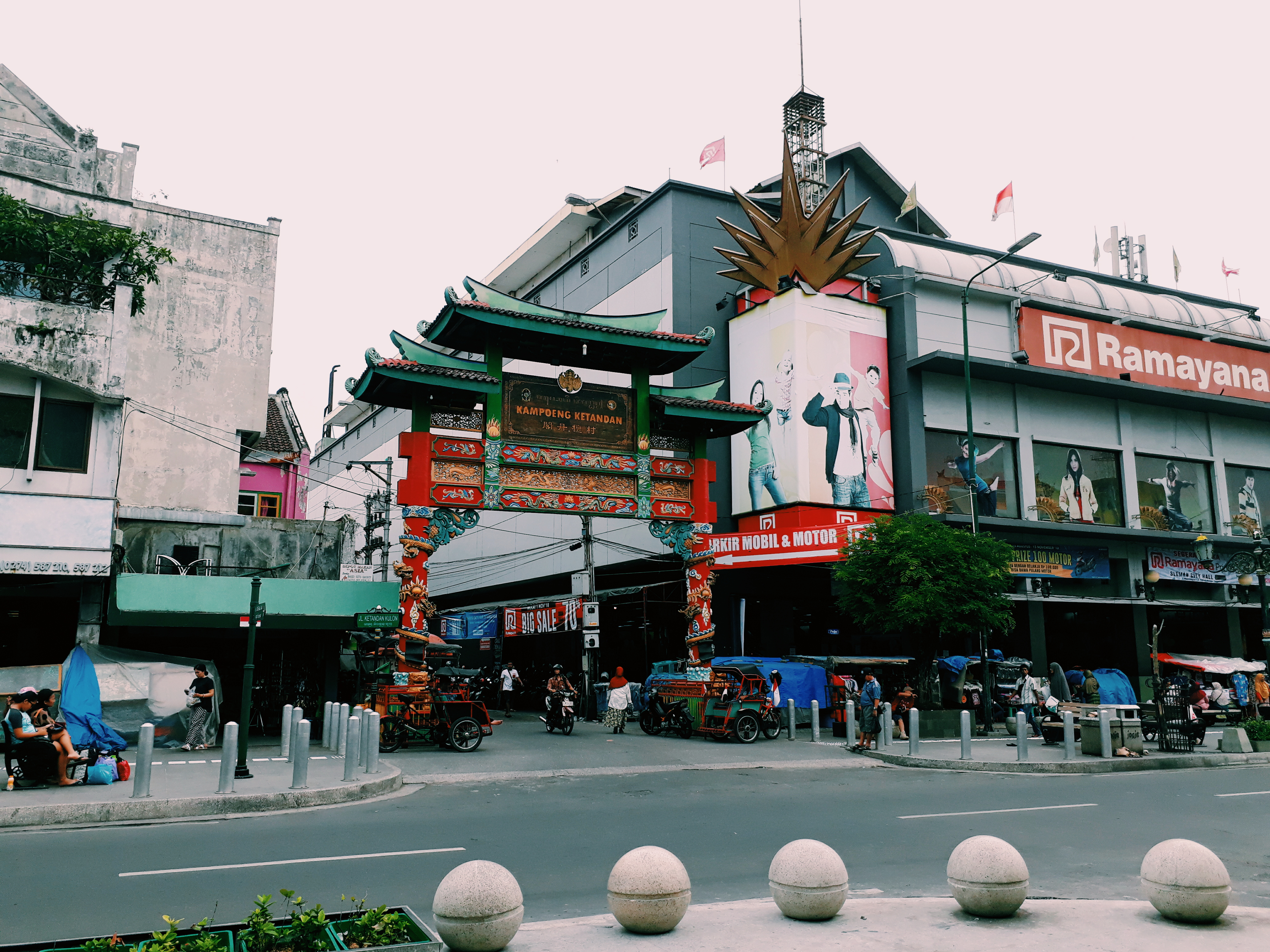 The Gate of Kampung Ketandan Chinatown, Yogyakarta, Indonesia, 2018.jpg