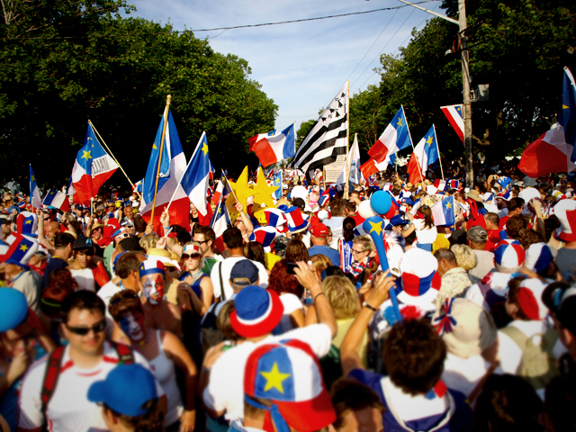http://upload.wikimedia.org/wikipedia/commons/5/5a/Tintamarre_during_National_Acadian_Day_2009,_Caraquet_New_Brunswick.jpg