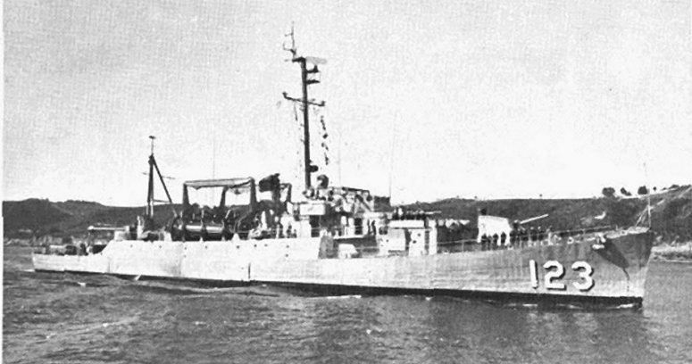 USS Diachenko (APD-123) off San Diego on 8 April 1967.jpg