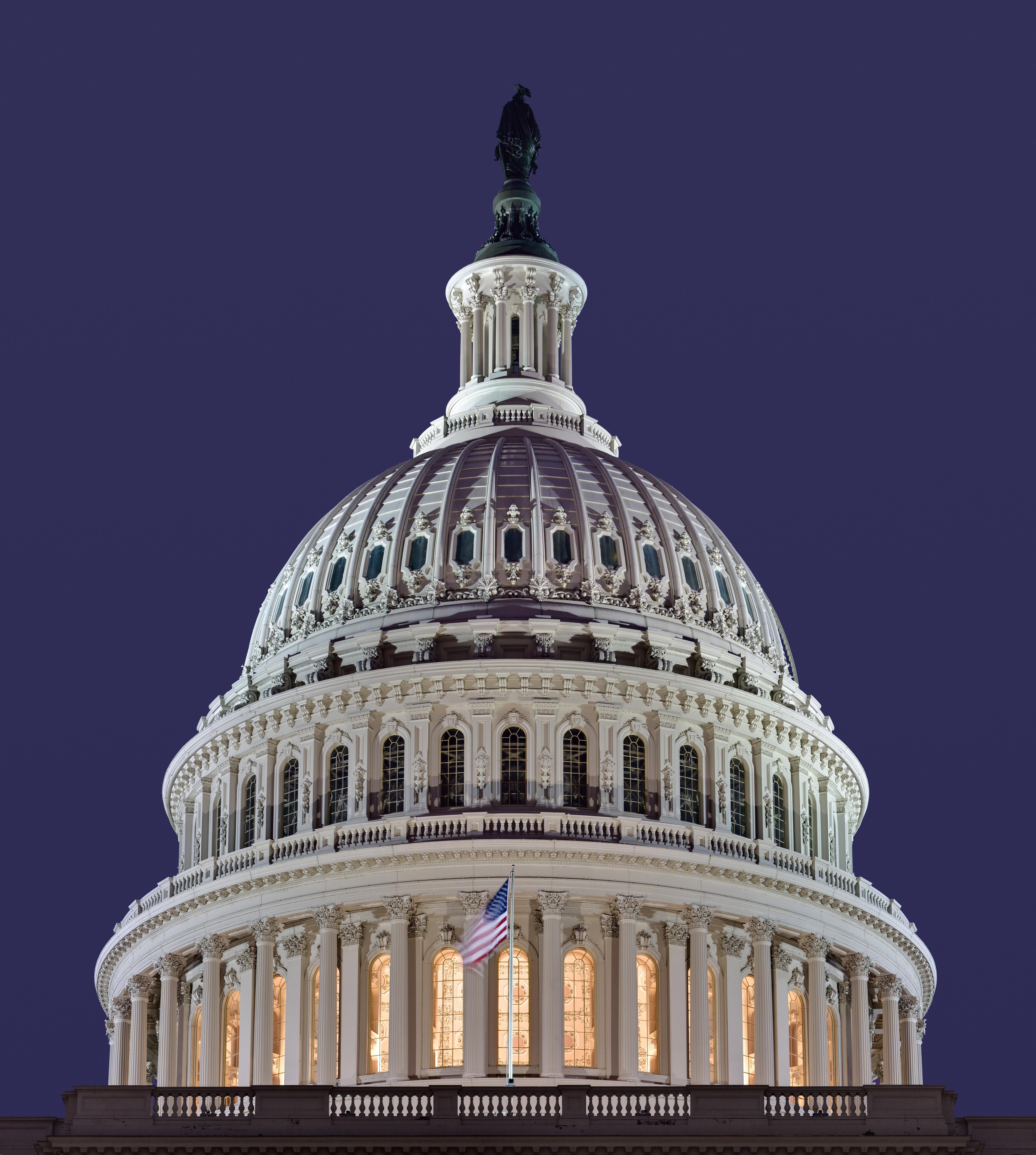The dome of the US Capitol building. Français ...